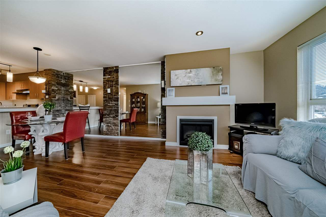 "Main Photo: 316 801 KLAHANIE Drive in Port Moody: Port Moody Centre Condo for sale in ""INGLENOOK- KLAHANIE"" : MLS®# R2344262"