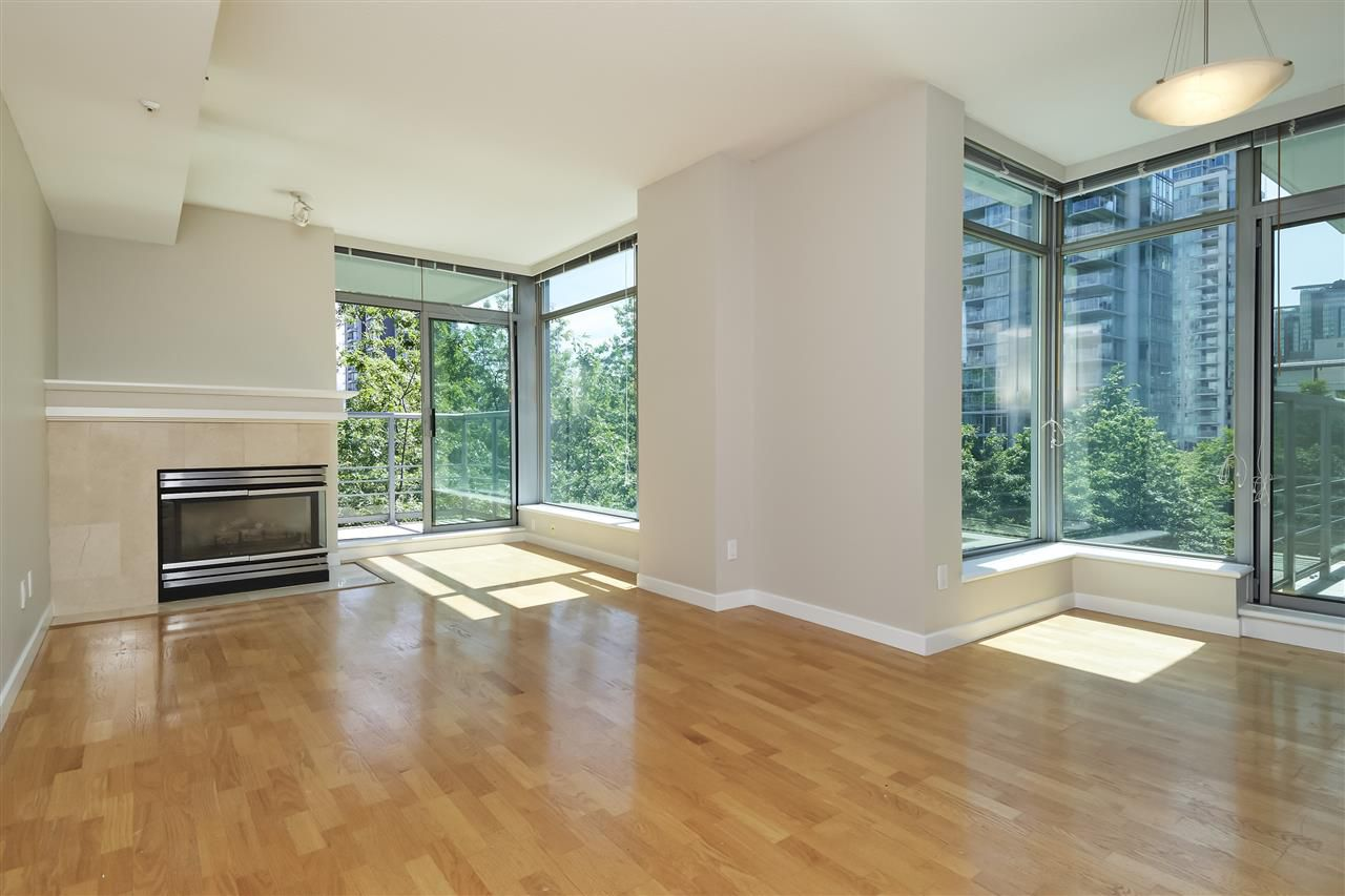 "Main Photo: 303 1710 BAYSHORE Drive in Vancouver: Coal Harbour Condo for sale in ""BAYSHORE GARDENS"" (Vancouver West)  : MLS®# R2386675"