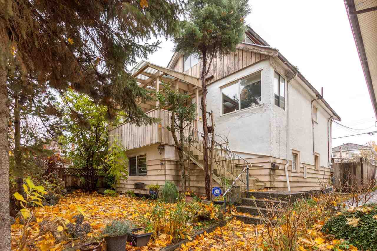 Main Photo: 4985 SHERBROOKE Street in Vancouver: Knight House for sale (Vancouver East)  : MLS®# R2223042