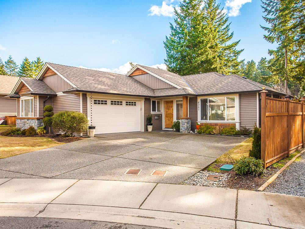 Main Photo: 4361 STONEWOOD PLACE in Uplands: House for sale : MLS®# 369869