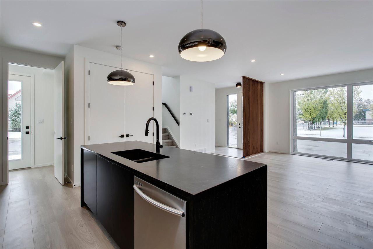 Main Photo: 16112 99 Avenue in Edmonton: Zone 22 Townhouse for sale : MLS®# E4130938