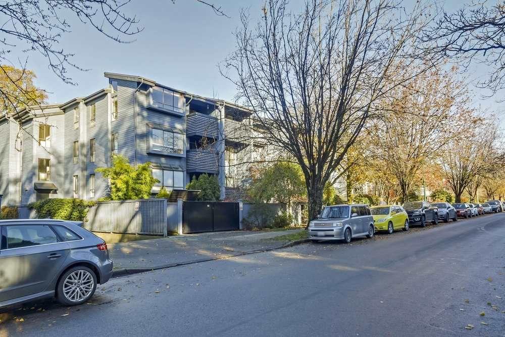 """Main Photo: 106 2173 W 6TH Avenue in Vancouver: Kitsilano Condo for sale in """"THE MALIBU"""" (Vancouver West)  : MLS®# R2330488"""