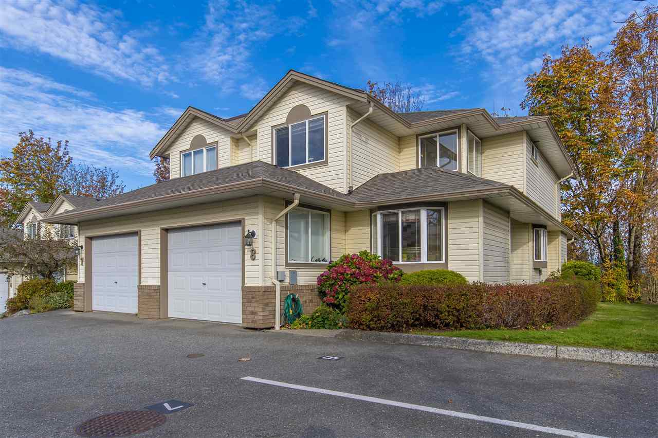 "Main Photo: 8 3222 IMMEL Street in Abbotsford: Abbotsford East Townhouse for sale in ""Willow Ridge"" : MLS®# R2337144"