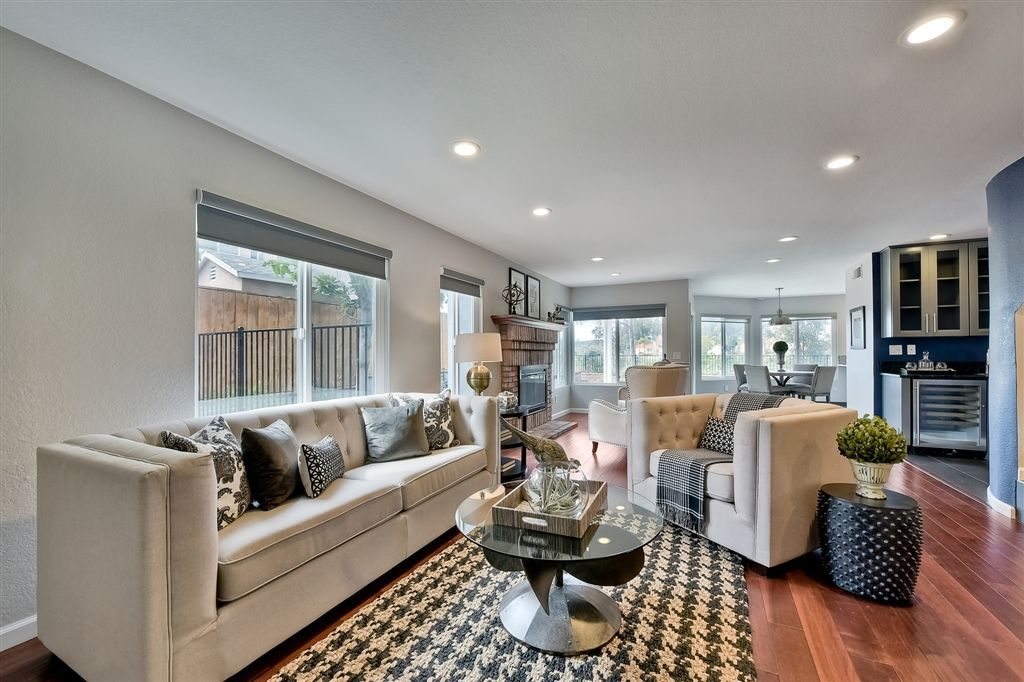 Photo 12: Photos: SCRIPPS RANCH House for sale : 4 bedrooms : 11680 Scripps Lake Dr in San Diego