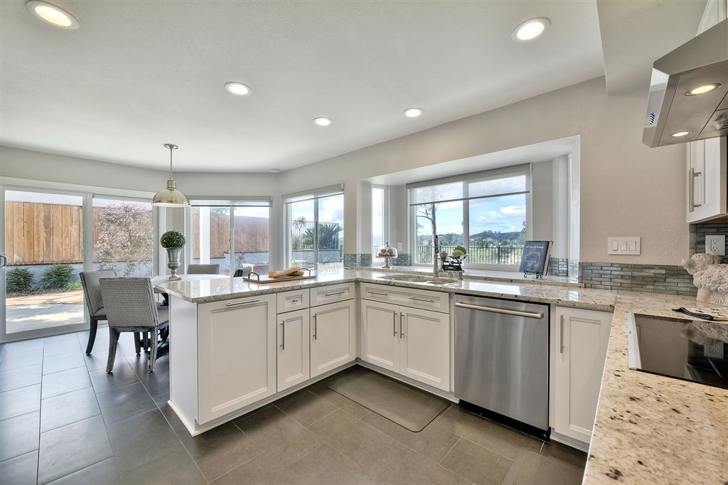 Photo 8: Photos: SCRIPPS RANCH House for sale : 4 bedrooms : 11680 Scripps Lake Dr in San Diego