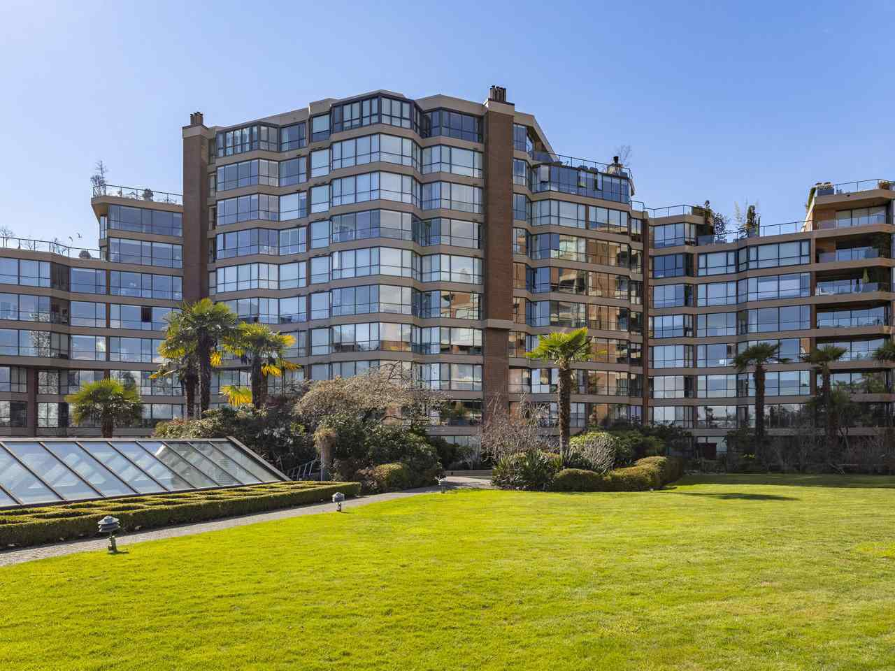 """Main Photo: 605 1490 PENNYFARTHING Drive in Vancouver: False Creek Condo for sale in """"Harbour Cove Three"""" (Vancouver West)  : MLS®# R2352893"""