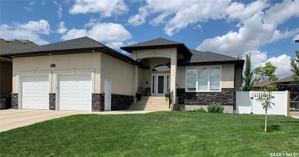 Main Photo: 847 Highland Drive in Swift Current: Highland Residential for sale : MLS®# SK777704