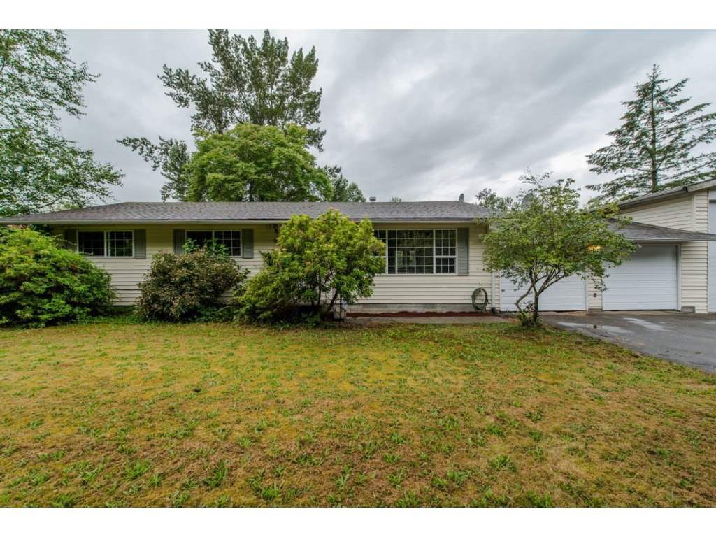 """Main Photo: 3055 HOT SPRINGS Road: Agassiz House for sale in """"Harrison Hot Springs"""" : MLS®# R2094592"""