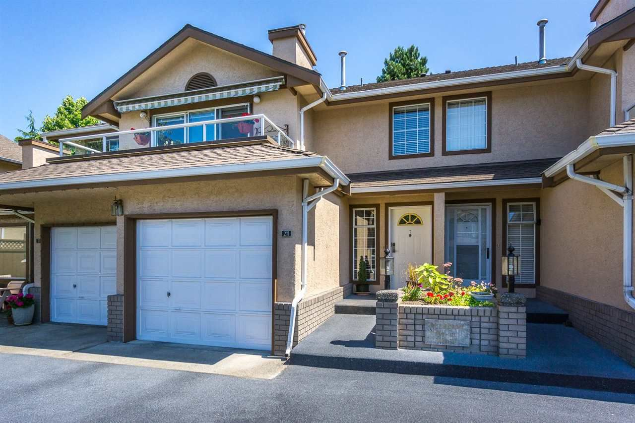 Main Photo: 211 14861 98 AVENUE in : Guildford Townhouse for sale : MLS®# R2096299
