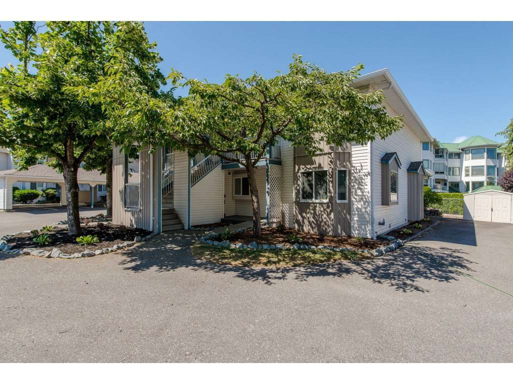 """Main Photo: 1 45435 KNIGHT Road in Sardis: Sardis West Vedder Rd Townhouse for sale in """"Keypoint Villas"""" : MLS®# R2189892"""