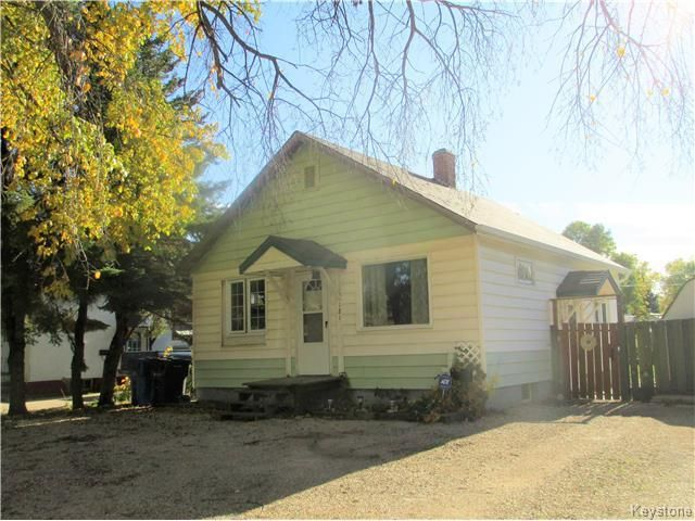 Main Photo: 121 5th Avenue Southeast in Dauphin: R30 Residential for sale (R30 - Dauphin and Area)  : MLS®# 1726574