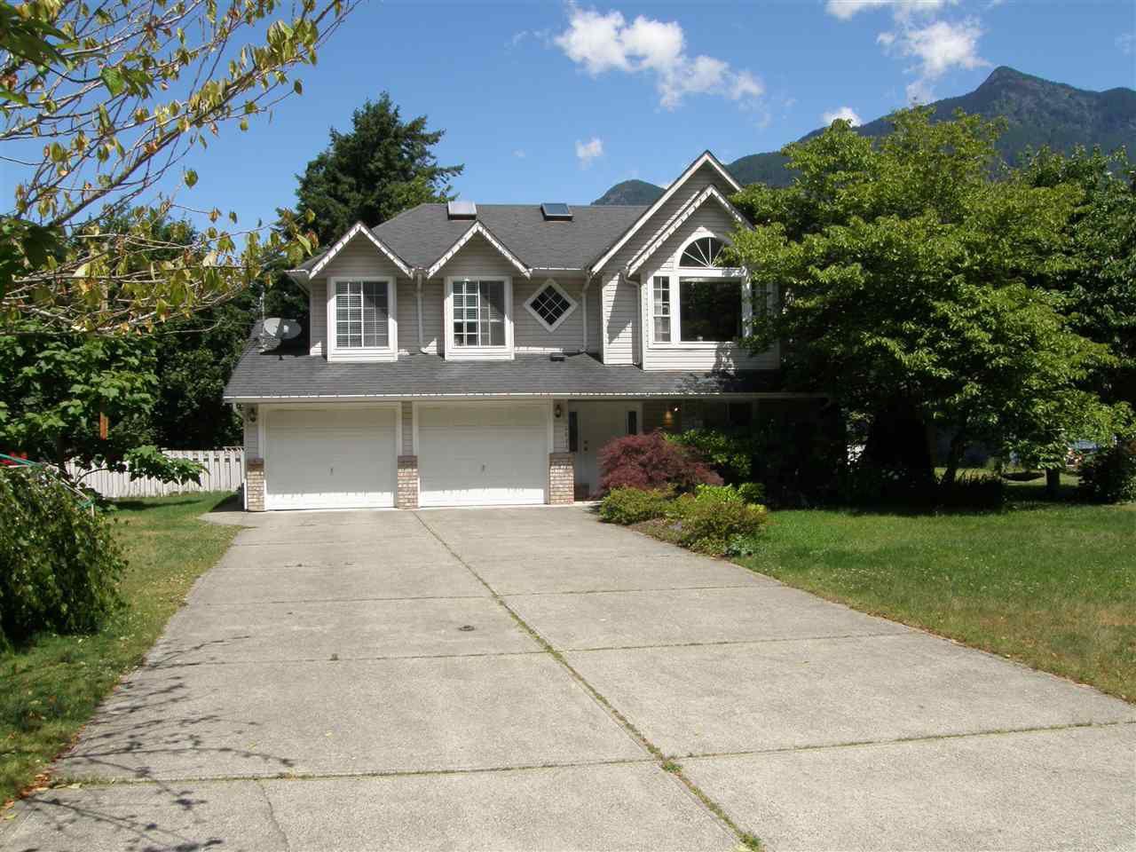 Main Photo: 65644 GARDNER Drive in Hope: Hope Kawkawa Lake House for sale : MLS®# R2383494