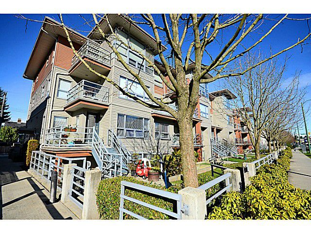 "Main Photo: 3171 W 4TH Avenue in Vancouver: Kitsilano Townhouse for sale in ""BRIDEWATER"" (Vancouver West)  : MLS®# V1052354"