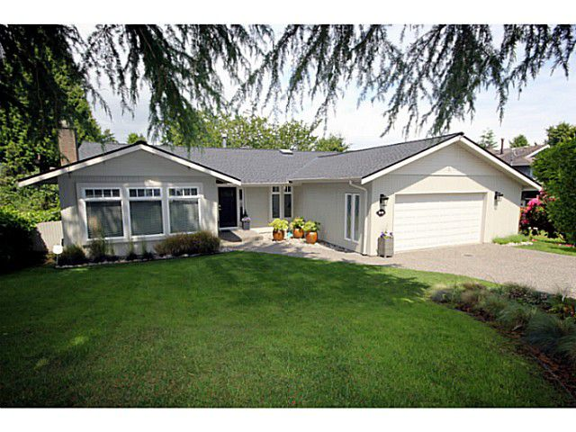 """Main Photo: 5539 4TH Avenue in Tsawwassen: Pebble Hill House for sale in """"PEBBLE HILL"""" : MLS®# V1067813"""