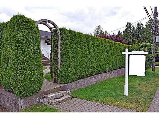 "Main Photo: 1135 RIDGEWOOD Drive in North Vancouver: Edgemont House for sale in ""EDGEMONT VILLAGE"" : MLS®# V1069941"