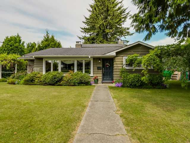 """Main Photo: 3005 BEVERLEY Crescent in North Vancouver: Edgemont House for sale in """"Edgemont Village"""" : MLS®# V1124606"""