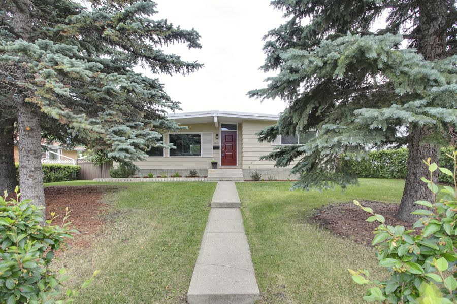 Main Photo: 9640 24 Street SW in Calgary: House for sale : MLS®# C3628130