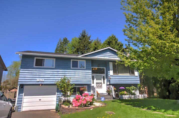 Main Photo: 19751 54A Avenue in Langley: Langley City House for sale : MLS®# R2169532