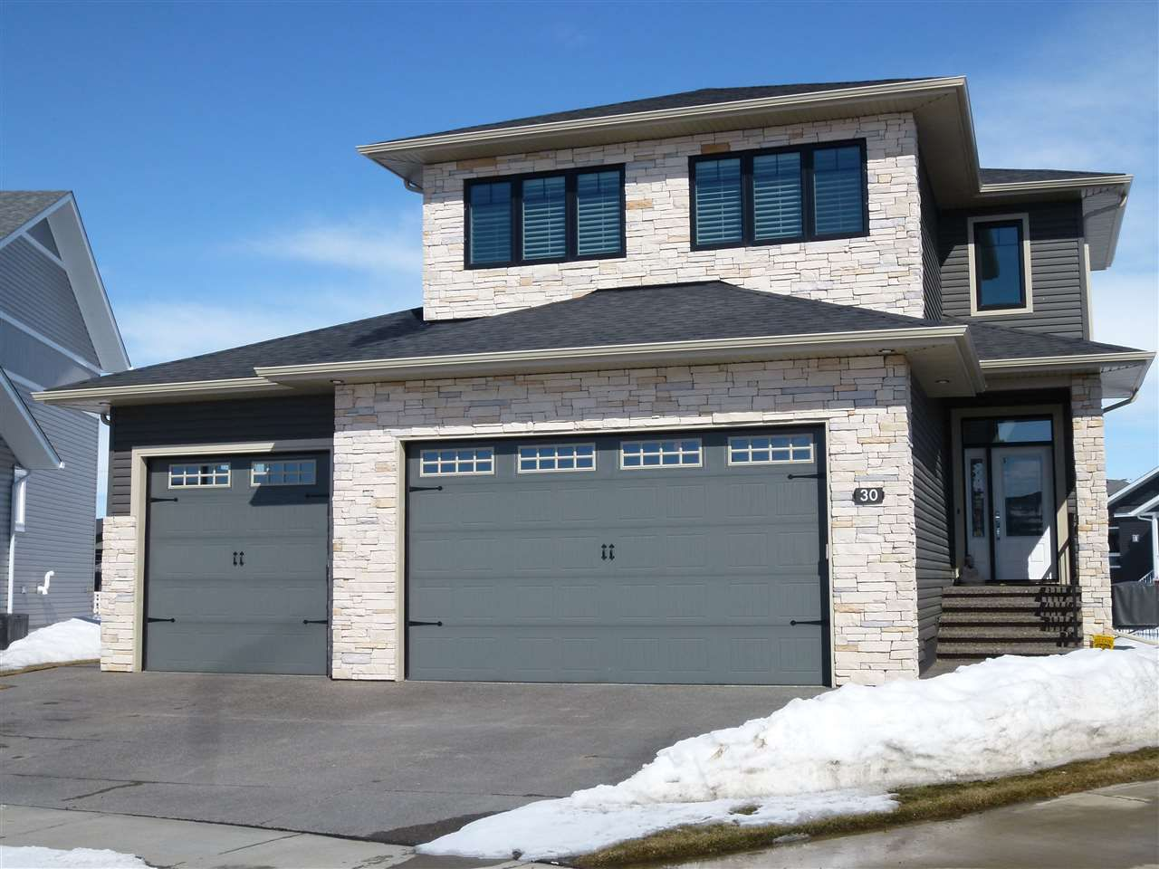 Main Photo: 30 Victory Close: Red Deer House for sale : MLS®# E4139405
