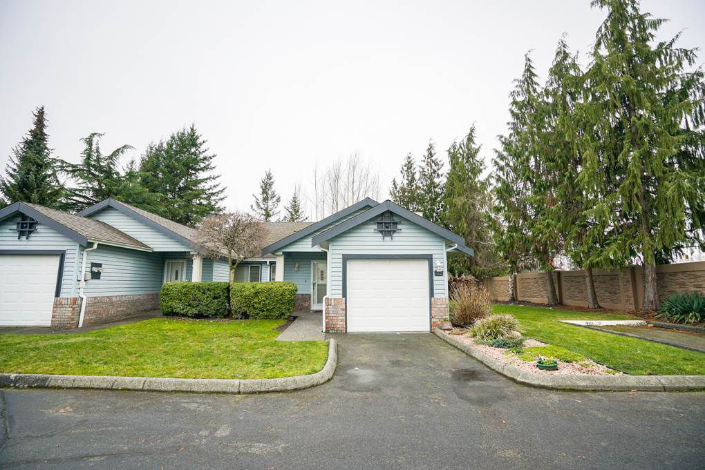 """Main Photo: 82 5550 LANGLEY BYPASS Street in Langley: Salmon River Townhouse for sale in """"Riverwynde"""" : MLS®# R2331096"""