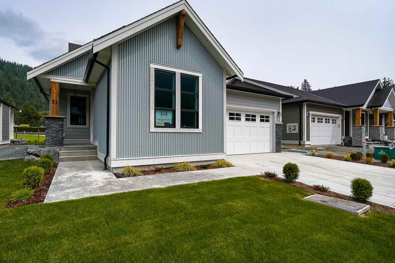 """Main Photo: 53 1885 COLUMBIA VALLEY Road: Cultus Lake House for sale in """"AQUADEL CROSSING"""" : MLS®# R2364797"""
