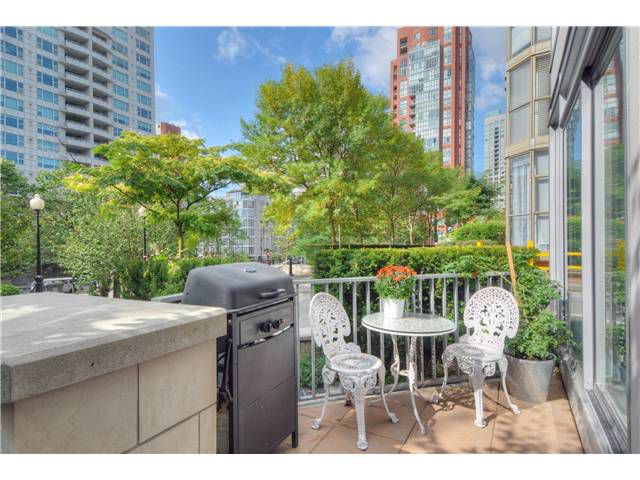 """Main Photo: 1473 HOWE Street in Vancouver: Yaletown Townhouse for sale in """"THE POMARIA"""" (Vancouver West)  : MLS®# V910329"""