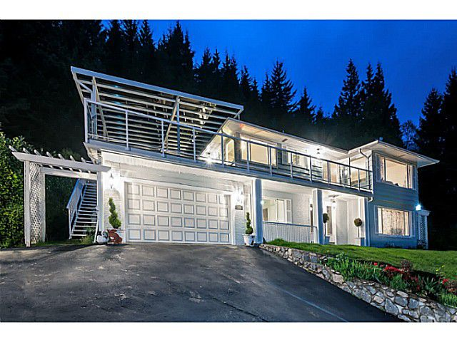 Main Photo: 558 BALLANTREE Road in West Vancouver: Glenmore House for sale : MLS®# V1087314