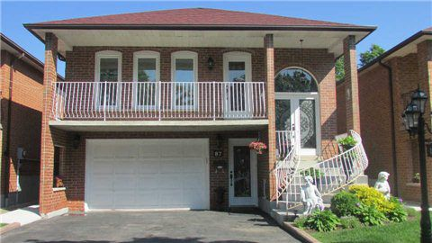 Main Photo: 87 Whitchurch Mews in Mississauga: Cooksville House (Bungalow-Raised) for lease : MLS®# W3221356