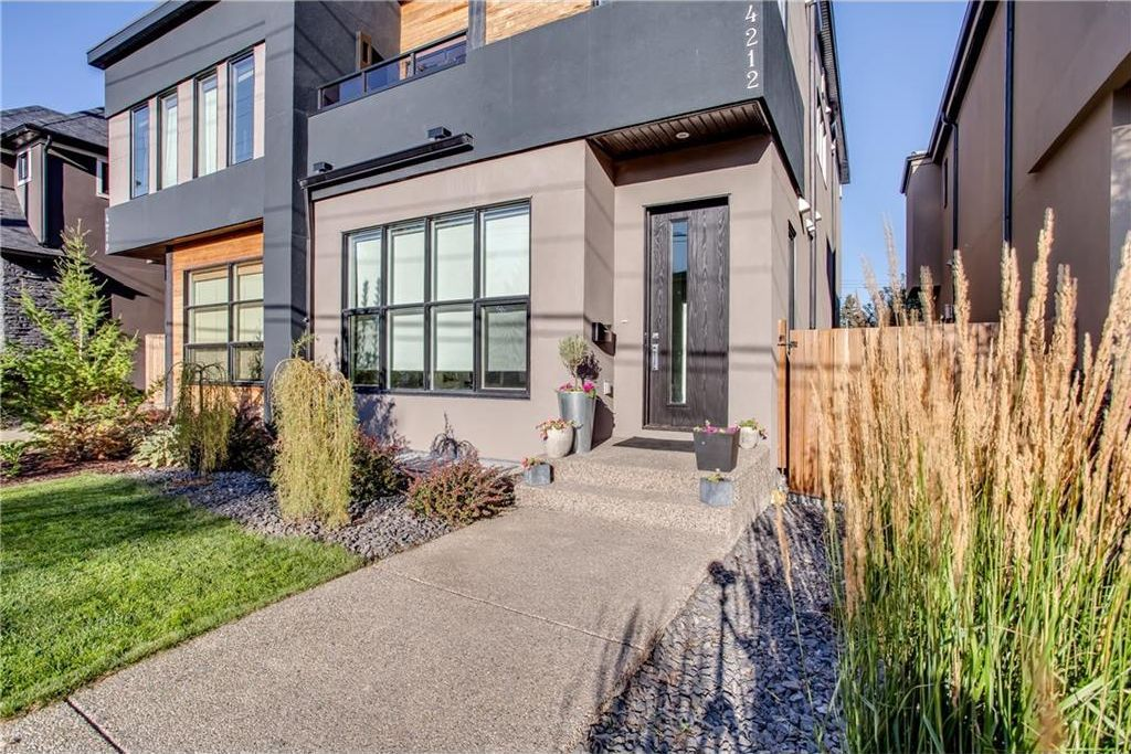 Main Photo: 4212 19 Street SW in Calgary: Altadore House for sale : MLS®# C4161978