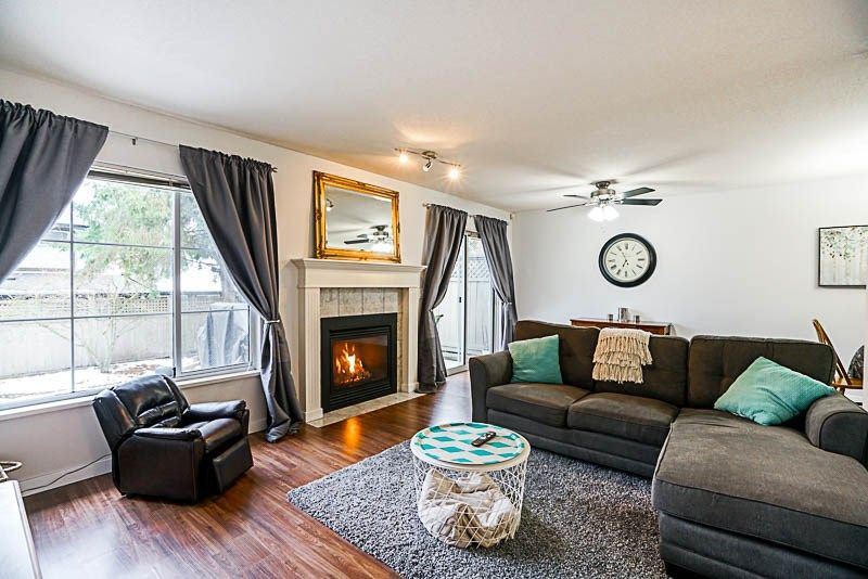 """Main Photo: 37 16016 82 Avenue in Surrey: Fleetwood Tynehead Townhouse for sale in """"Maple Court"""" : MLS®# R2243965"""