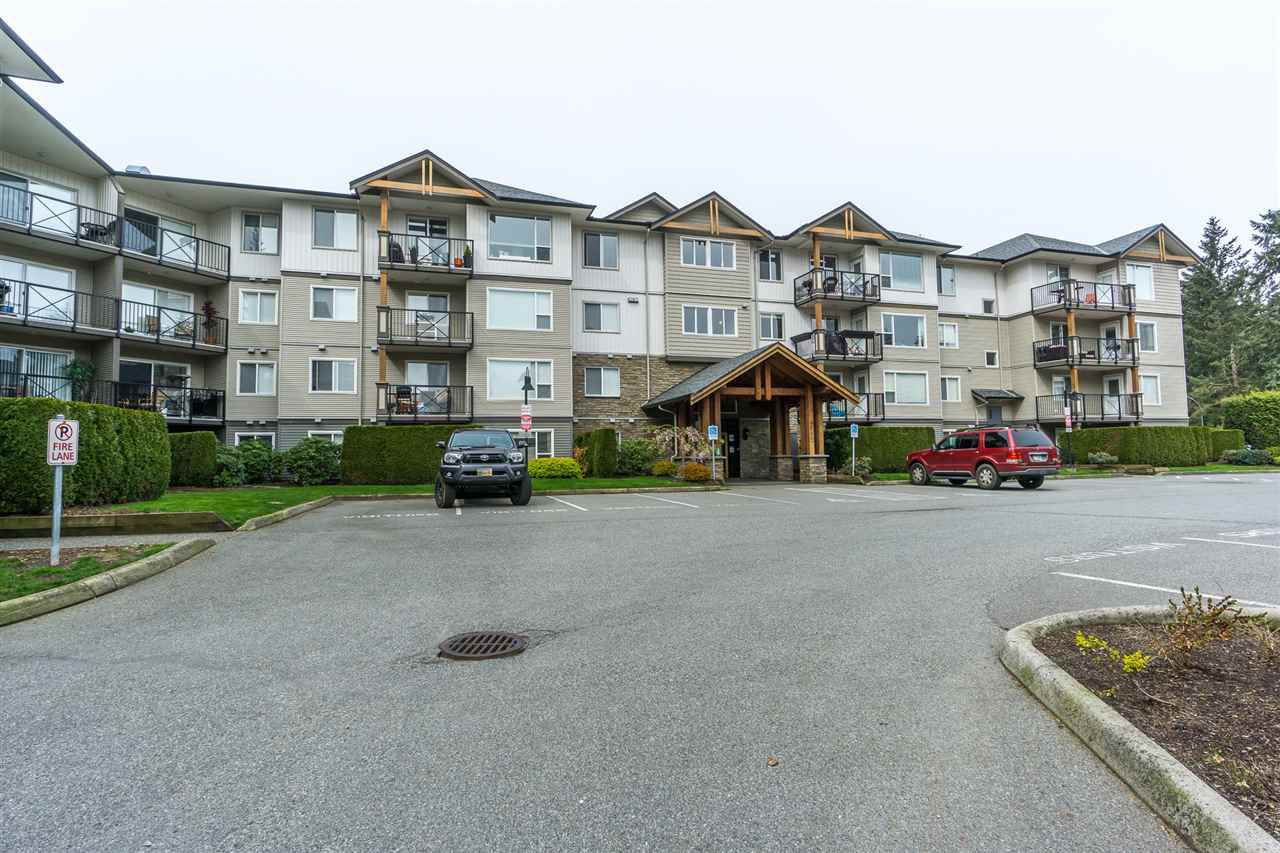 """Main Photo: 401 2955 DIAMOND Crescent in Abbotsford: Abbotsford West Condo for sale in """"Westwood"""" : MLS®# R2260201"""