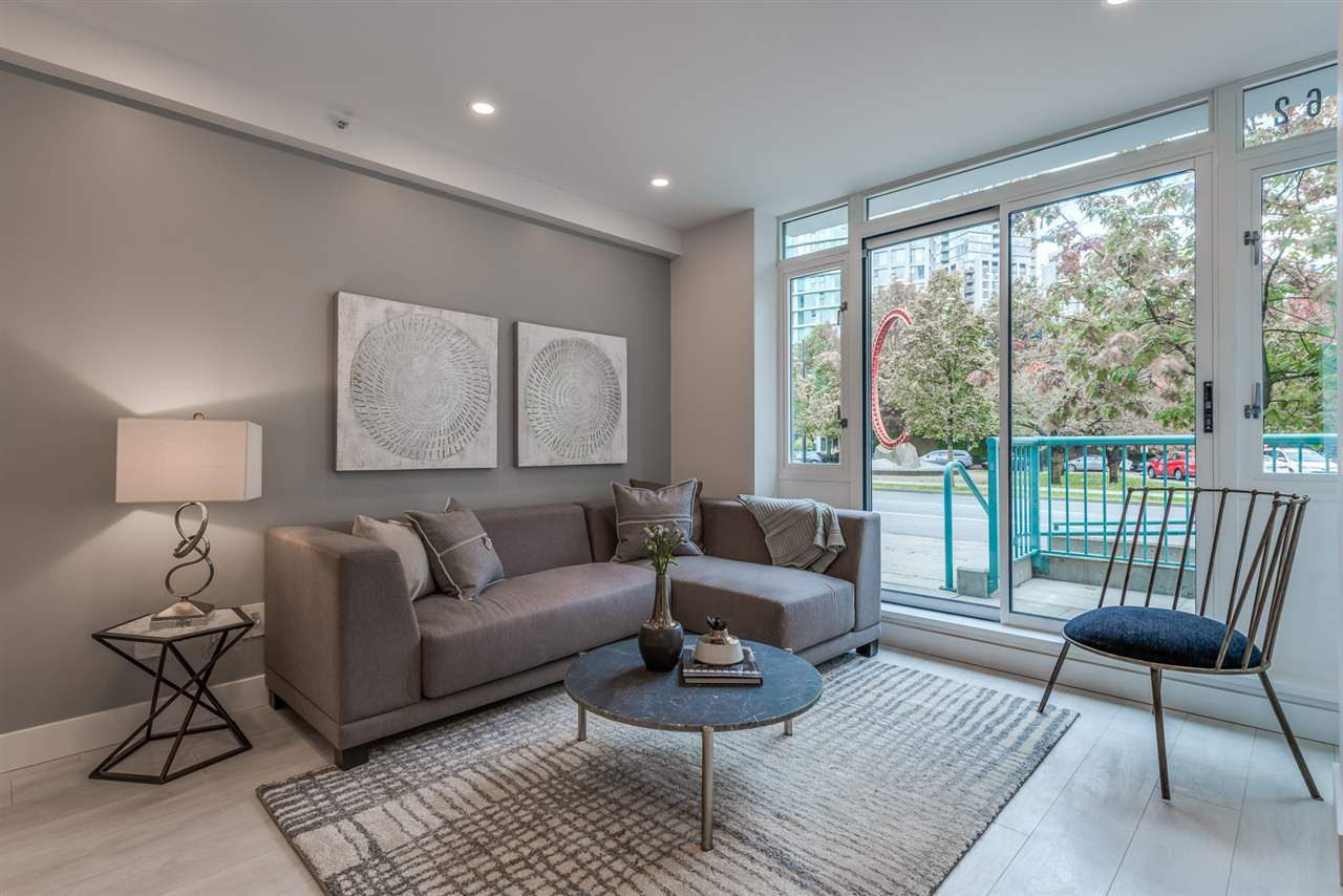 Main Photo: 1062 PACIFIC Boulevard in Vancouver: Yaletown Townhouse for sale (Vancouver West)  : MLS®# R2315459