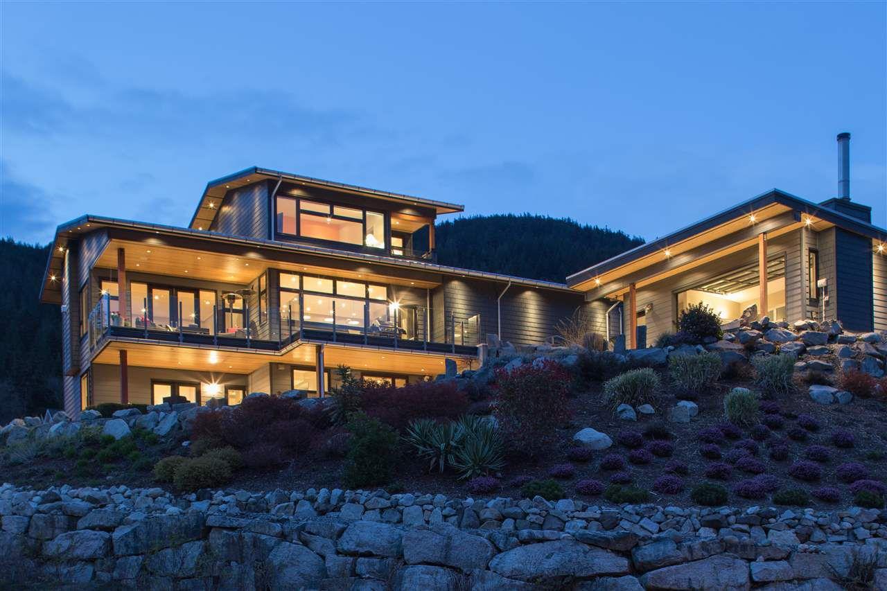 """Main Photo: 818 RAINBOW Lane: Britannia Beach House for sale in """"Britannia Beach"""" (Squamish)  : MLS®# R2333772"""