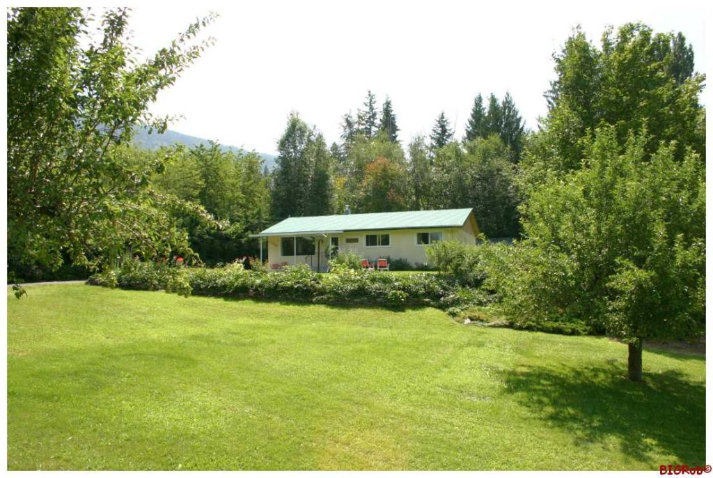 Main Photo: 5880 NE 70 AVE in Salmon Arm: NE Salmon Arm House for sale : MLS®# 10058434