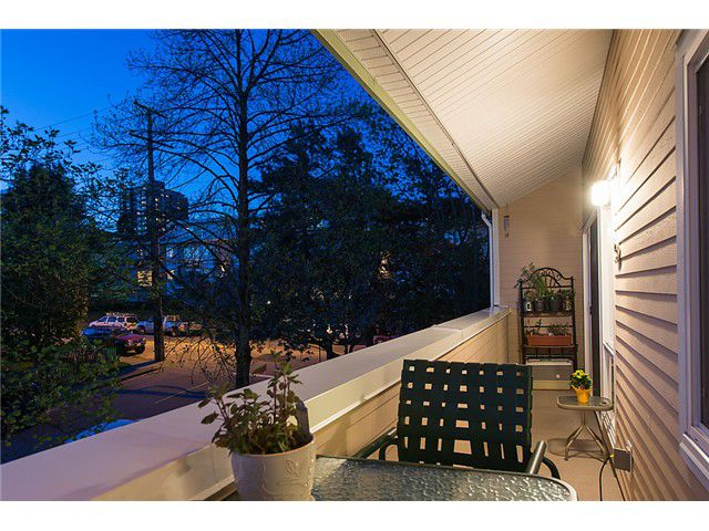 Main Photo: 302 1006 Cornwall Street: Condo for sale : MLS®# v1004245