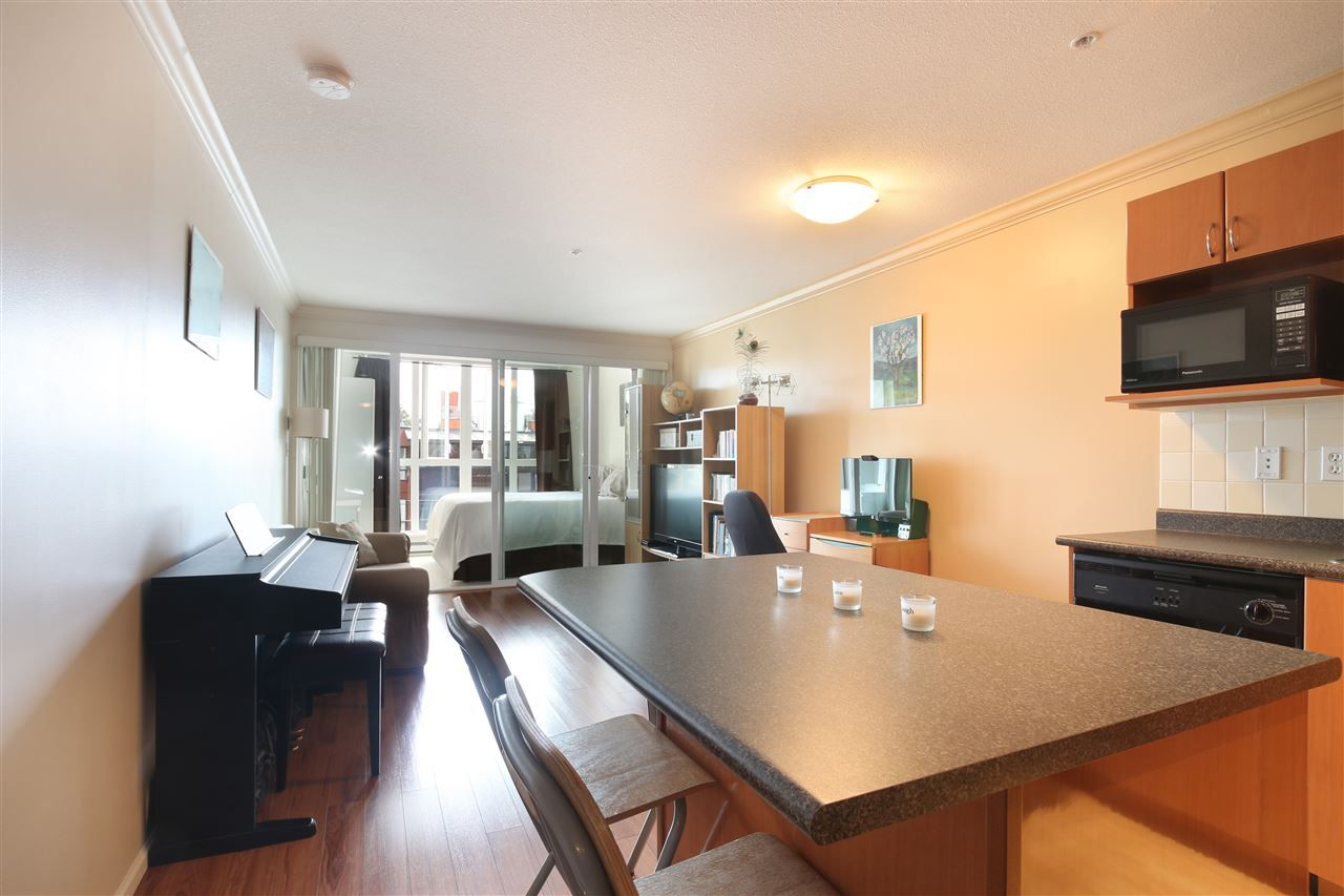 "Main Photo: 306 5629 DUNBAR Street in Vancouver: Dunbar Condo for sale in ""West Pointe"" (Vancouver West)  : MLS®# R2051886"