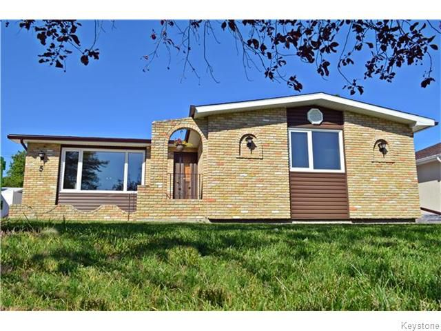 Main Photo: 5 Peterboro Bay in Winnipeg: Windsor Park Residential for sale (2G)  : MLS®# 1622643