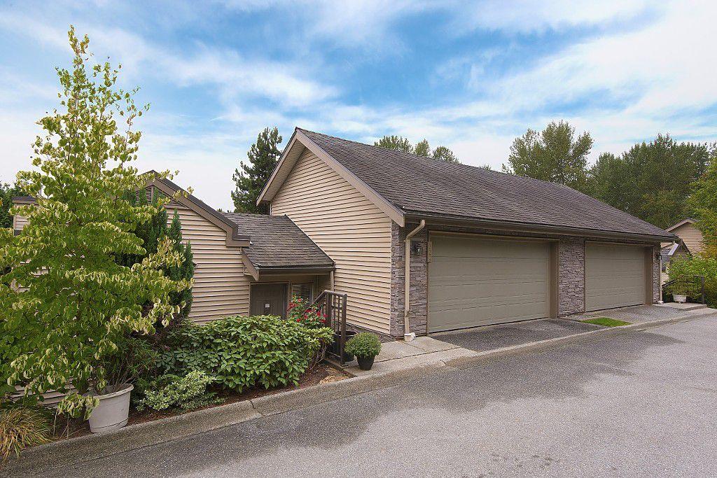 "Main Photo: 322 1215 LANSDOWNE Drive in Coquitlam: Upper Eagle Ridge Townhouse for sale in ""SUNRIDGE ESTATES"" : MLS®# R2203878"