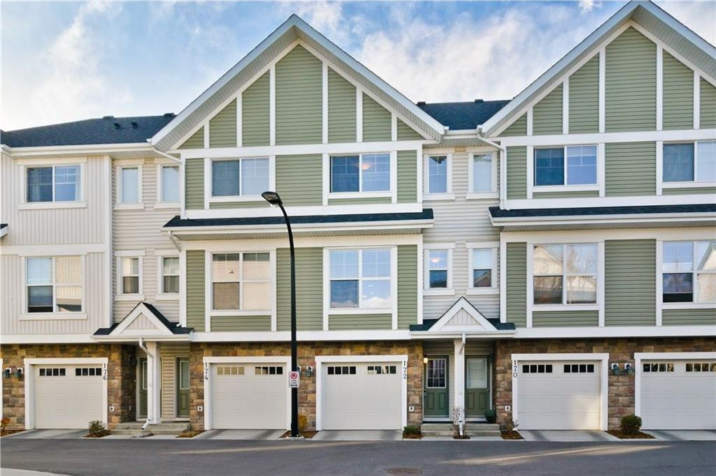 Main Photo: 172 NEW BRIGHTON PT SE in Calgary: New Brighton House for sale : MLS®# C4142859