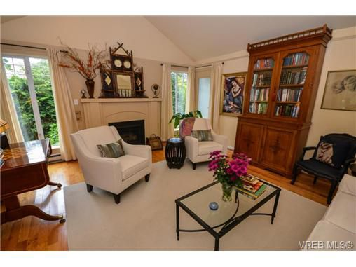 Main Photo: 1271 Carina Place in VICTORIA: SE Maplewood Residential for sale (Saanich East)  : MLS®# 325573
