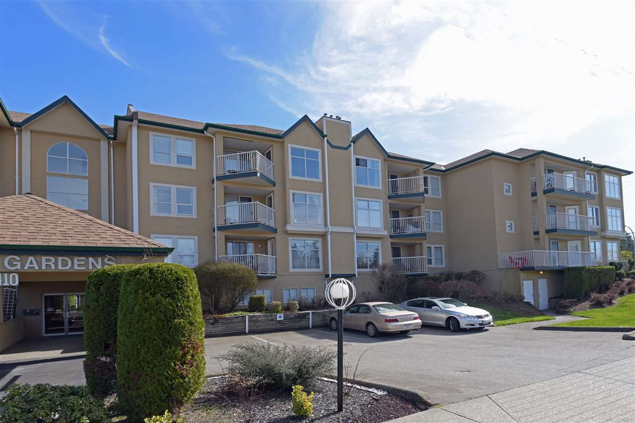 "Main Photo: 304 2410 EMERSON Street in Abbotsford: Abbotsford West Condo for sale in ""Lakeway Gardens"" : MLS®# R2246603"