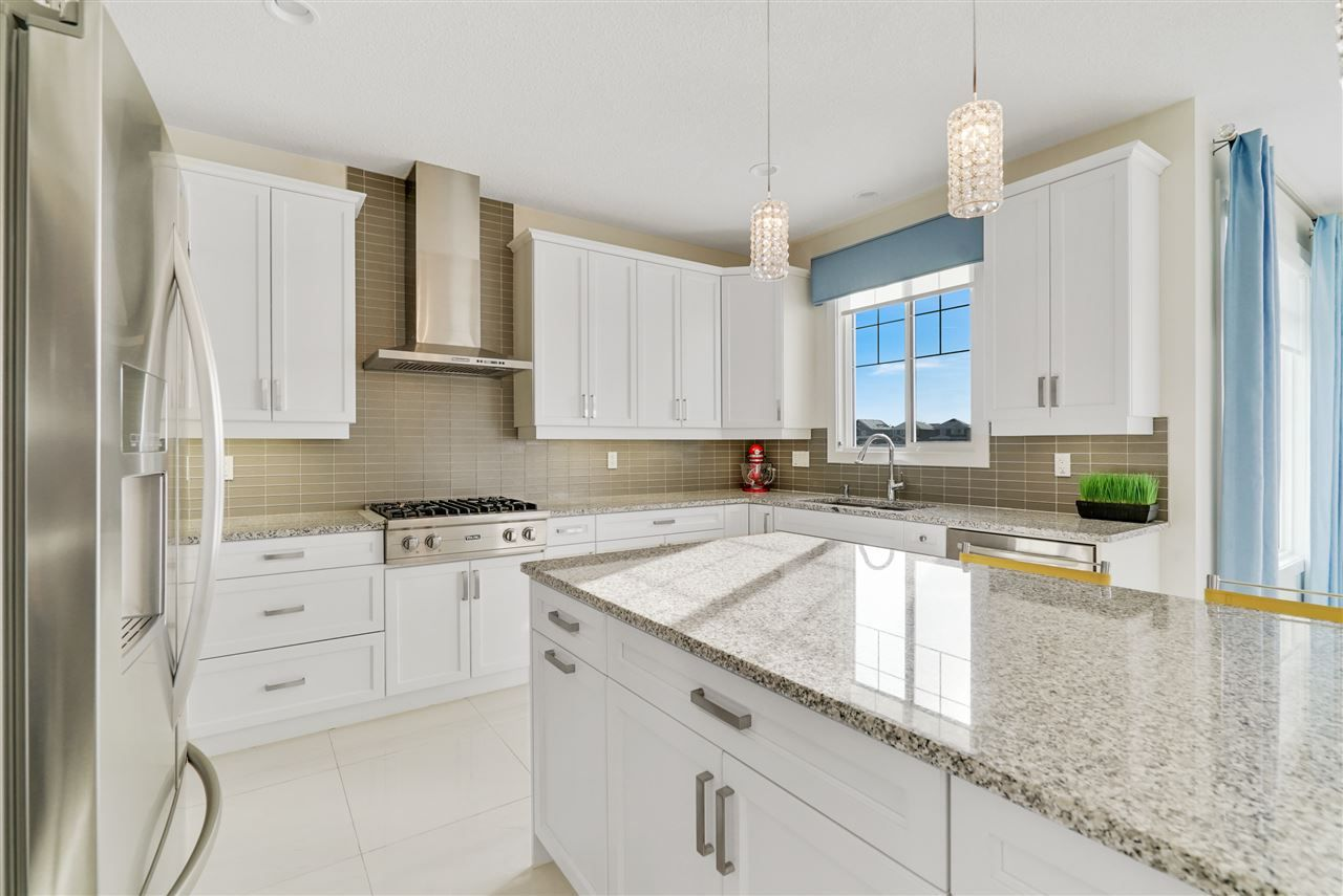 Main Photo: 8979 24 Avenue in Edmonton: Zone 53 House for sale : MLS®# E4145324
