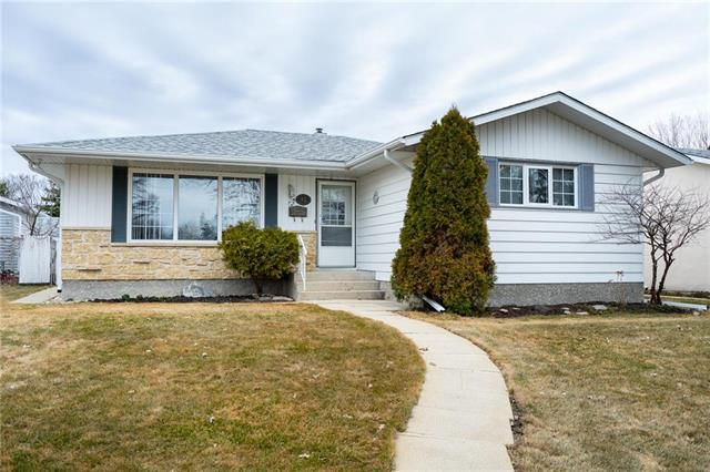Main Photo: 31 Dickens Drive in Winnipeg: Westwood Residential for sale (5G)  : MLS®# 1908645