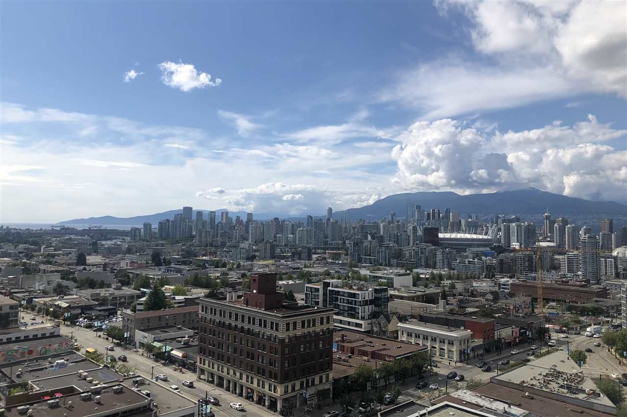 """Main Photo: 1810 285 E 10TH Avenue in Vancouver: Mount Pleasant VW Condo for sale in """"THE INDEPENDENT"""" (Vancouver West)  : MLS®# R2387588"""