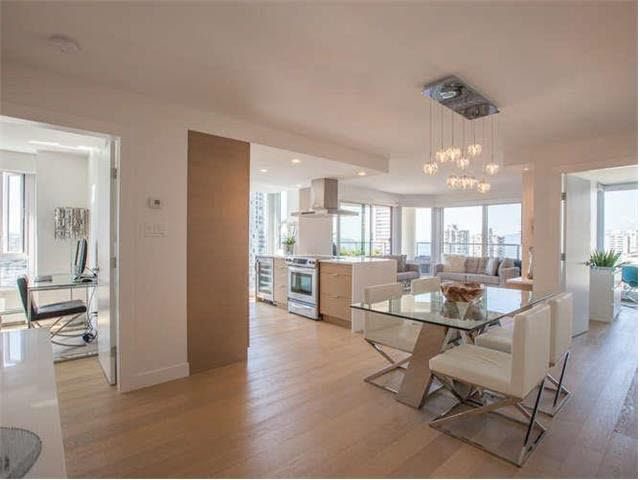 """Main Photo: 1402 1020 HARWOOD Street in Vancouver: West End VW Condo for sale in """"CRYSTALLIS"""" (Vancouver West)  : MLS®# V1139810"""