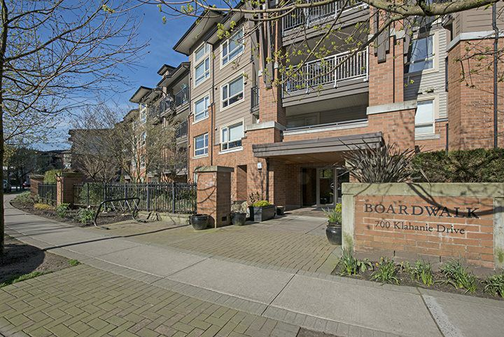 Main Photo: 417 700 KLAHANIE Drive in Port Moody: Port Moody Centre Condo for sale : MLS®# R2051036