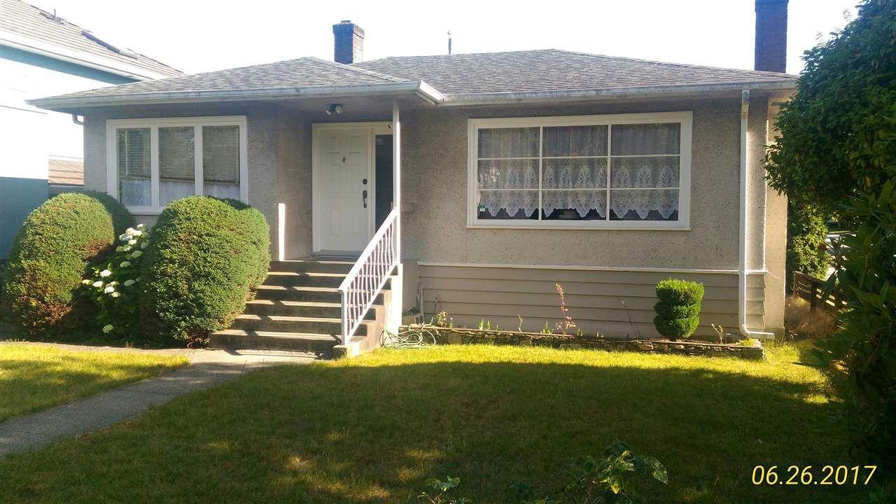 """Main Photo: 2708 E 52ND Avenue in Vancouver: Killarney VE House for sale in """"KILLARNEY"""" (Vancouver East)  : MLS®# R2182872"""
