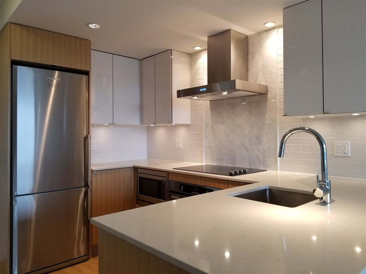 """Main Photo: 516 159 W 2ND Avenue in Vancouver: False Creek Condo for sale in """"TOWER GREEN AT WEST"""" (Vancouver West)  : MLS®# R2240617"""