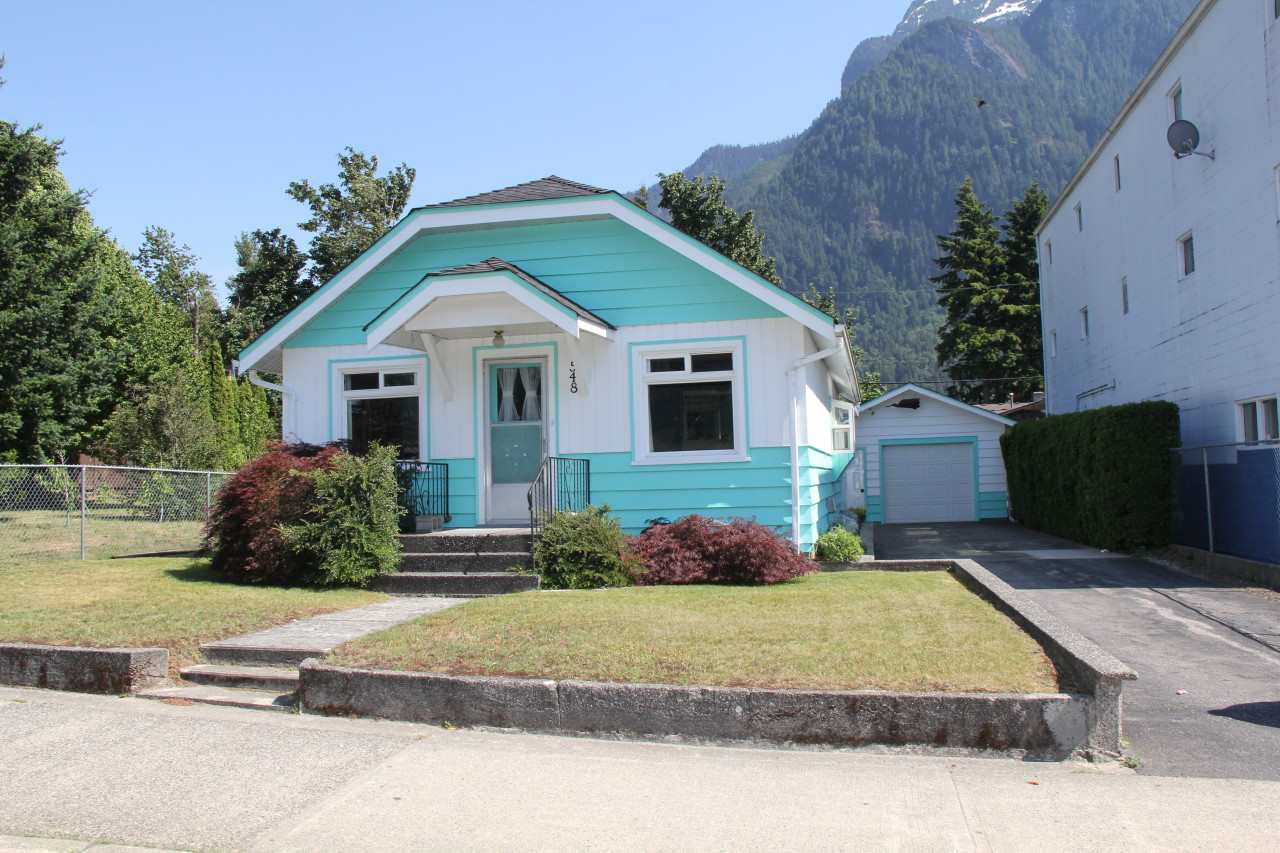 Main Photo: 548 WALLACE Street in Hope: Hope Center House for sale : MLS®# R2282236