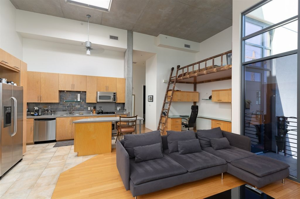 Main Photo: DOWNTOWN Condo for sale : 1 bedrooms : 1050 Island Ave #714 in San Diego